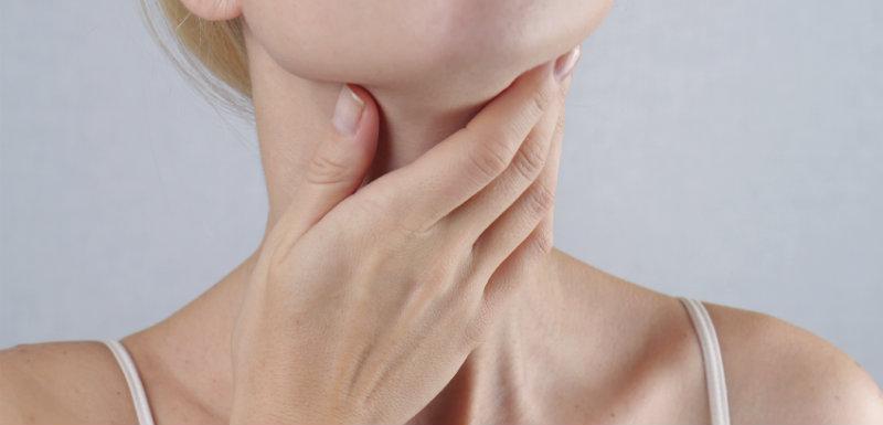 Quels sont les symptômes de l'hypothyroïdie et de l'hyperthyroïdie ?