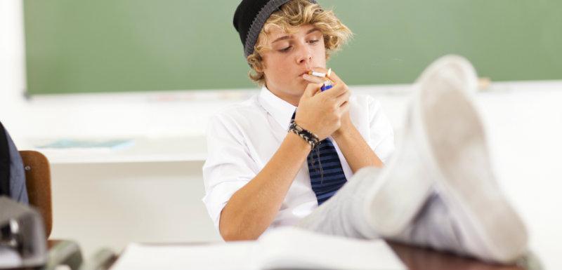 Zones fumeurs dans les lycées considérées hors-la-loi par les associations anti-tabac