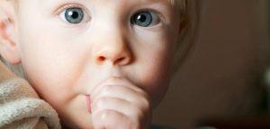 Sucer son pouce et ronger ses ongles efficaces contre l'allergie
