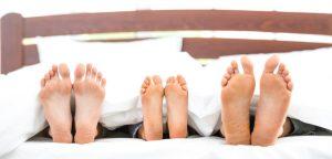 Sommeil : vaut-il mieux dormir seul ?