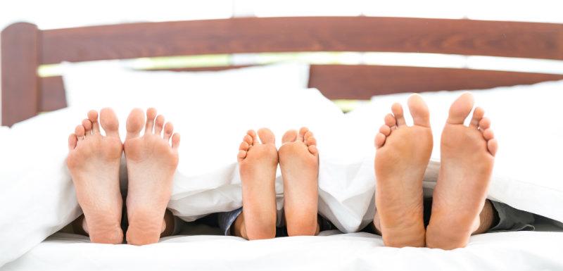 sommeil vaut il mieux dormir seul le sommeil des fran ais la loupe. Black Bedroom Furniture Sets. Home Design Ideas