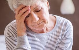 femme âgée fatiguée
