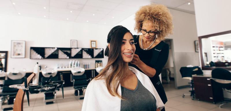 femmes dans un salon de coiffure hypertension artérielle
