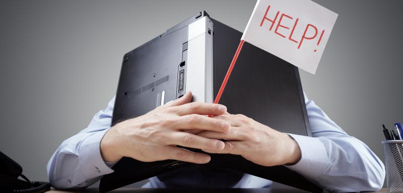 """la sécurité et la santé au travail, un homme se cache la tête sous son ordinateur portable, il a un drapeau blanc avec l'inscription """"Help"""""""