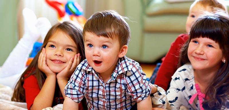 enfants joyeux - télévision