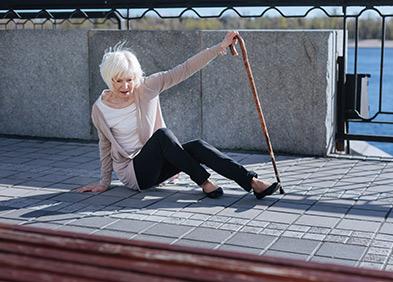 femme âgée - chutes