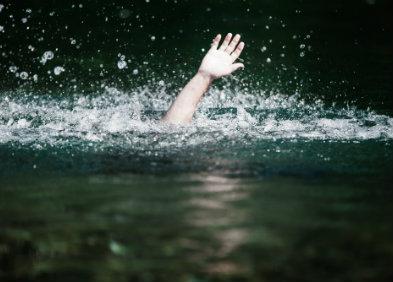 noyade - personne se noyant