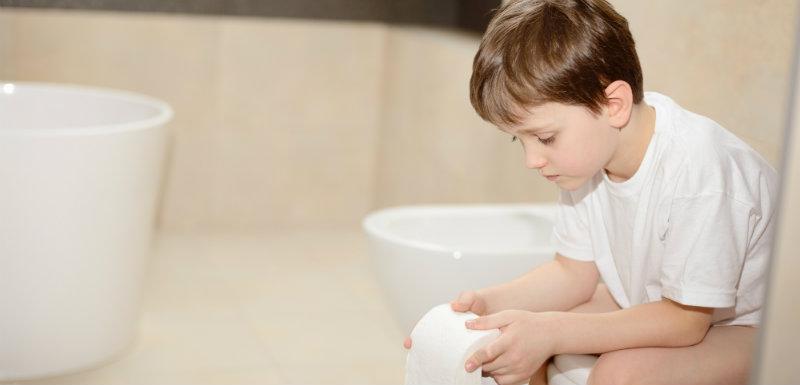 Un enfant aux toilettes pour cause de diarrhée