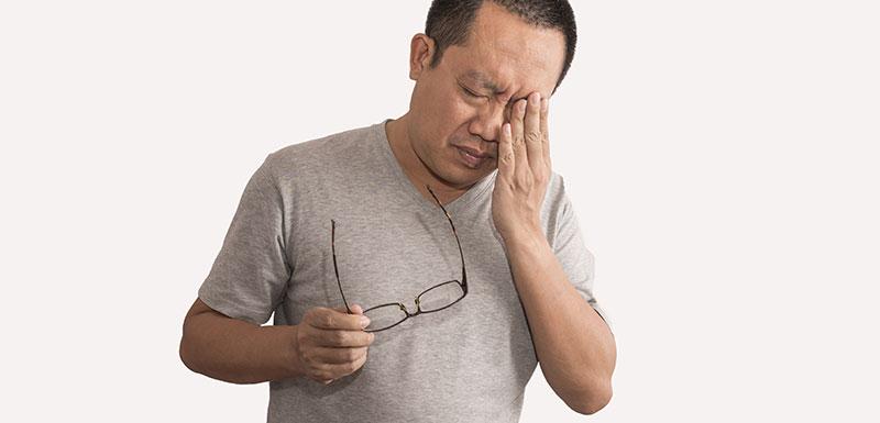 Journée mondiale de l'AVC - homme souffrant de mal de tête