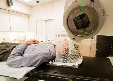 séance de radiothérapie pouvant causer des radiodermites