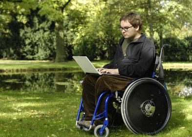 homme en fauteuil roulant, myopathies