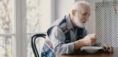 Maladie d'Alzheimer : perdre ou gagner du poids augmenterait le risque de démence