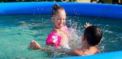 Désinfectants pour piscine : l'Anses fait le point sur les précautions à prendre