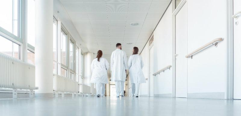Quel est l'impact sur la santé de l'effet blouse blanche ?