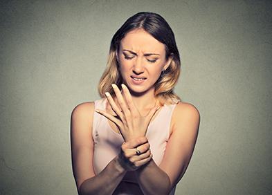 douleur dans le poignet à cause du syndrome du canal carpien
