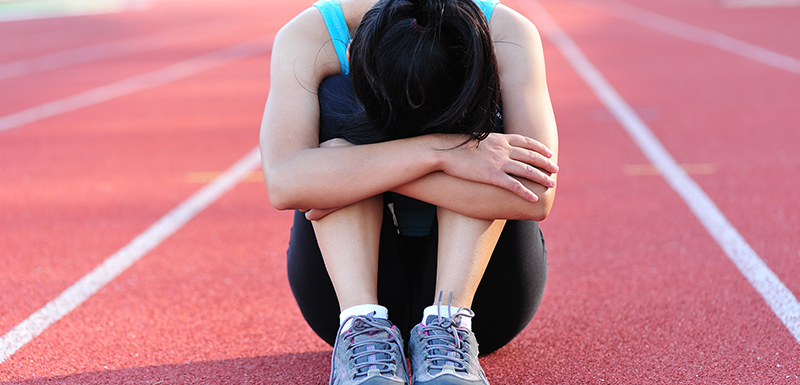 femme sportive faisant un burn-out du sportif