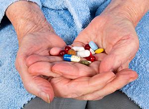 Traitement antidouleur pour senior pour traiter les troubles de la coagulation