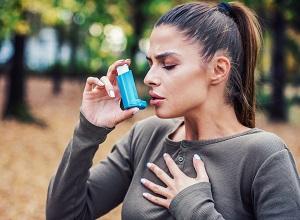 Une femme asthmatique