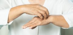 COVID-19 et symptômes dermatologiques