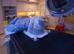 Examen médical pour détecter un cancer de la gorge.