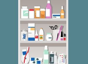Médicaments dans un placard à pharmacie chez soit
