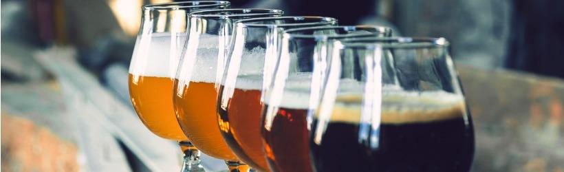 verres remplis de bières