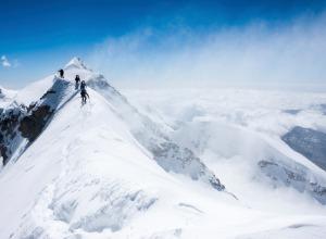 sommet d'une montagne enneigé