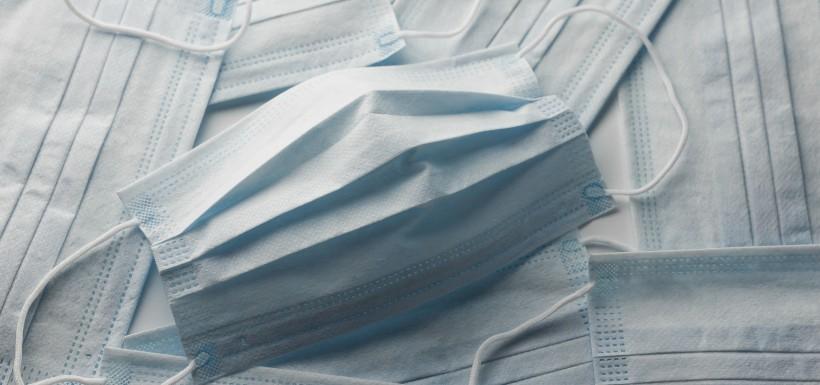 Masques en tissus, peu efficaces face aux nouveaux variants ?
