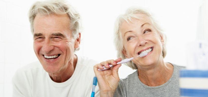 Tout sourire grâce à l'extension du 100% santé dentaire !
