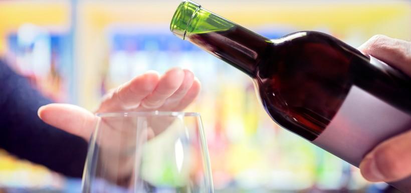 Dépendance à l'alcool, le baclofène disponible en pharmacie